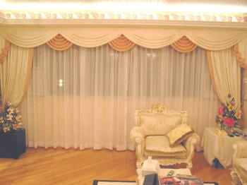 Roman curtains with layers used in living room can turn your home into an elegant one.